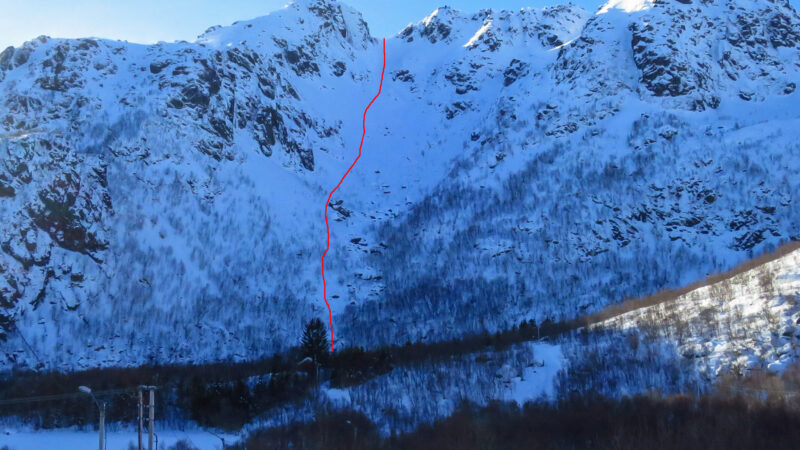 """Esthers couloir"" NO Steinetind 509m D-S4-E2-43° and the dropin was 47° 2020-03-04"